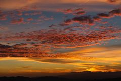 Cumuli del negativo per la stampa di cartamoneta nel tramonto spagnolo vibrante fotografia stock