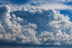Cumuli, grande mazzo di A delle nuvole immagine stock libera da diritti