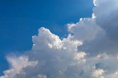 cumulonembo nel cielo blu Fotografia Stock