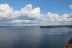 Cumulonimbus chmury na niebieskiego nieba tle nad Adriatycki morze zdjęcie stock
