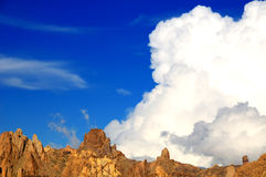 Cumulonimbus cloud. Blue sky with ornamental clouds Stock Photography