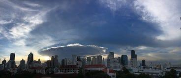 cumulonimbus de wolk van het mammapraecipitatio van het capillatusaanbeeld stock foto's