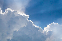 cumulonimbus wolk in de blauwe hemel Stock Afbeelding