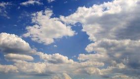 cumulus chmury przeciw niebieskiemu niebu zbiory wideo
