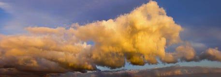 Cumulus chmury przy zmierzchem Zdjęcie Stock
