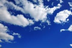 Cumulus chmury są w niebie Obrazy Stock