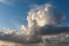 Cumulus chmury w wieczór Zdjęcia Stock