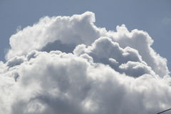 Cumulus Cloud. Tall rolling cumulus cloud billow up into a clear blue sky Royalty Free Stock Photos