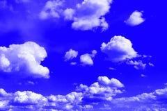 Cumulus colorés merveilleux pour l'usage dans la conception comme fond photos libres de droits