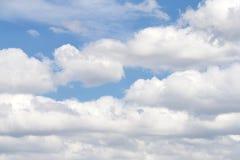 Cumulus de fond de Cloudscape et ciel bleu de cirostratus images libres de droits