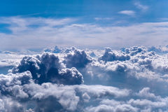 Cumulus en l'avion photographie stock libre de droits