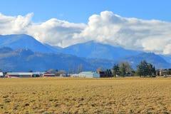 Cumulus et vallée d'hiver photo libre de droits