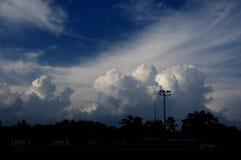 Cumulus gonflés de puissance photos stock