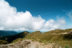Cumulus i bergen royaltyfri fotografi