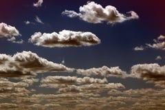 Cumulus lumineux gentils pour l'usage dans la conception comme fond image libre de droits