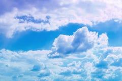 Cumulus vifs merveilleux pour l'usage dans la conception comme fond photos stock
