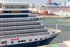 Cunards Königin Elizabeth stockfotos