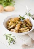 Cunei della patata dei rosmarini Fotografia Stock Libera da Diritti