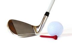 Cuneo di lancio, sfera di golf e T rosso Fotografia Stock