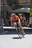 CUNEO, ITALIEN - 10. JULI 2016: ein Radfahrer kommt zum Ende von an Stockbilder