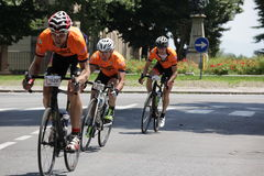 CUNEO, ITALY - JULY 10, 2016: a group of cyclists arrive to the Royalty Free Stock Photos