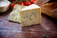Cunhas do queijo azul Fotos de Stock Royalty Free