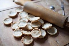 Cuocere - muffin a bordo e rotolo Immagini Stock
