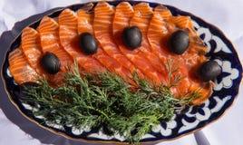 Cuocia alla griglia con sale del salmone Immagini Stock