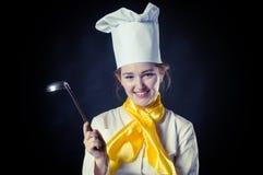 Cuoco con la vaschetta Fotografia Stock Libera da Diritti