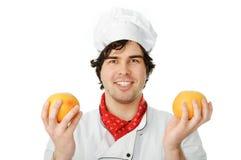 Cuoco con le arance immagine stock