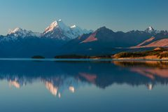 Cuoco del supporto di Aoraki e lago Pukaki, paese di Canterbury alto, isola del sud, la Nuova Zelanda e destinazione popolare di  fotografie stock