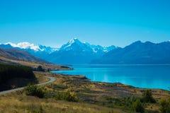 Cuoco del supporto e lago Pukaki Fotografia Stock