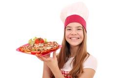 Cuoco della ragazza con il panino sul piatto fotografia stock libera da diritti