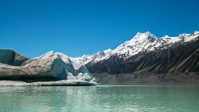 Cuoco di Mt osservato dal lago Tasman, Nuova Zelanda Fotografia Stock Libera da Diritti