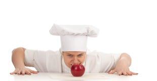 Cuoco femminile grasso con la mela rossa Fotografia Stock
