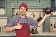 Cuoco nel buon umore Rilassi messo sopra una certa musica Il cuoco composto ? quello pi? efficiente Il cuoco unico dell'uomo grad fotografia stock