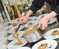 Cuoco principale sul lavoro Immagini Stock