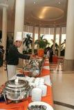 Cuoco unico all'alimento del buffet Fotografia Stock