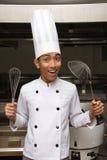 Cuoco unico cinese che mostra gli utensili Immagini Stock