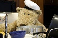 Cuoco unico con i piatti Immagine Stock Libera da Diritti