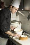 Cuoco unico con la torta Immagine Stock