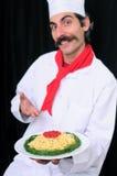 Cuoco unico confuso che mostra la zolla degli spaghetti Immagine Stock