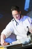 Cuoco unico a cucinare dimostrazione Fotografia Stock Libera da Diritti