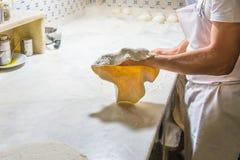 Cuoco unico della pizza sul lavoro Fotografia Stock