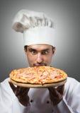 Cuoco unico divertente della pizza fotografia stock libera da diritti