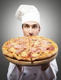 Cuoco unico divertente della pizza fotografia stock