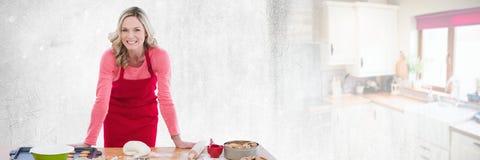 Cuoco unico domestico di cottura con la transizione della cucina fotografia stock libera da diritti