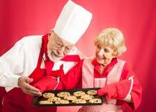 Cuoco unico e casalinga - biscotti al forno domestici fotografia stock libera da diritti