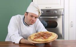 Cuoco unico e pizza Fotografie Stock