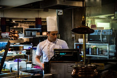 Cuoco unico indiano In Food Court fotografie stock libere da diritti